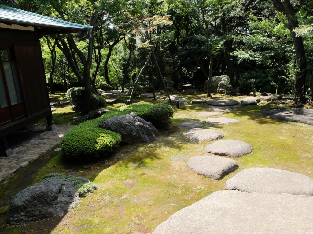 広縁から眺める庭の佇まいは最高_5