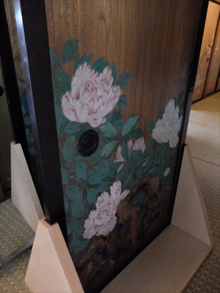 階段を上がったところにあった板戸に描かれた絵_1