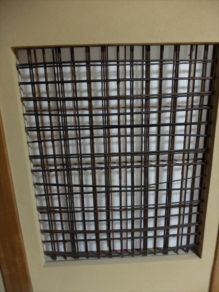 廊下側には、こんな障子窓もあった