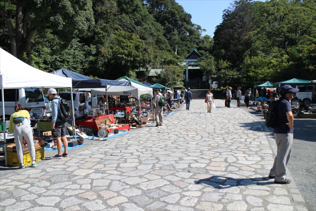 鎌倉宮(大塔宮)では、骨董市が開かれていた