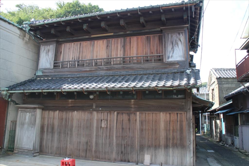 古めかしい建物も少し残っている_1