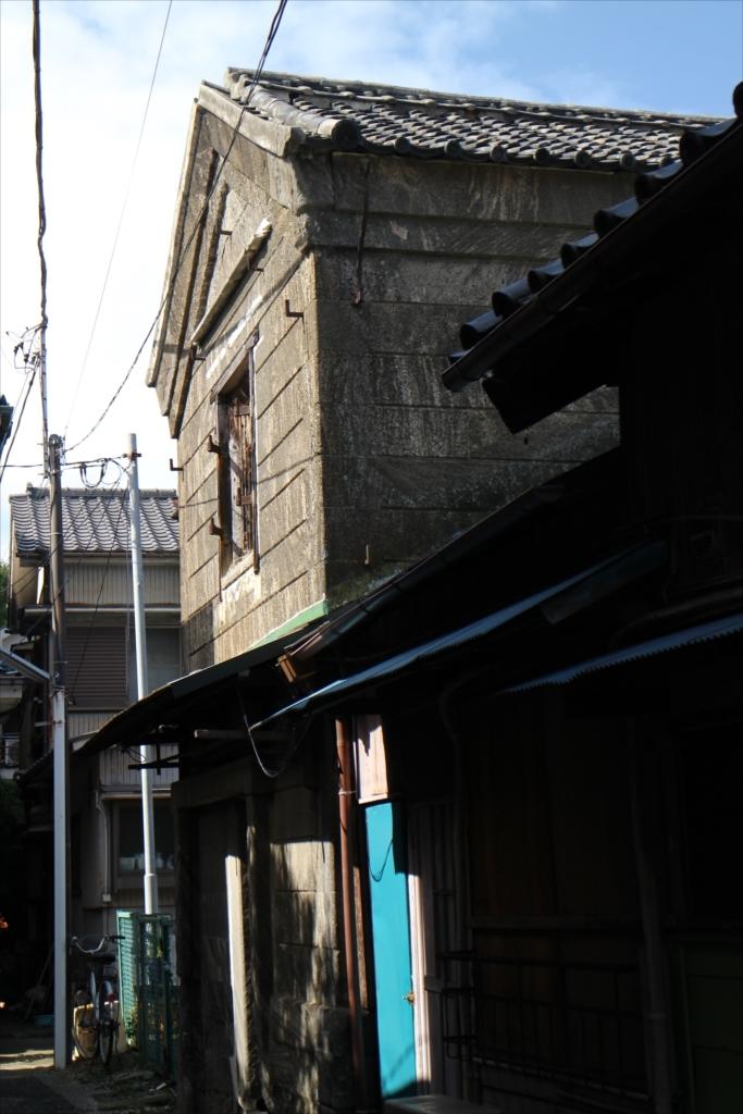 古めかしい建物も少し残っている_2