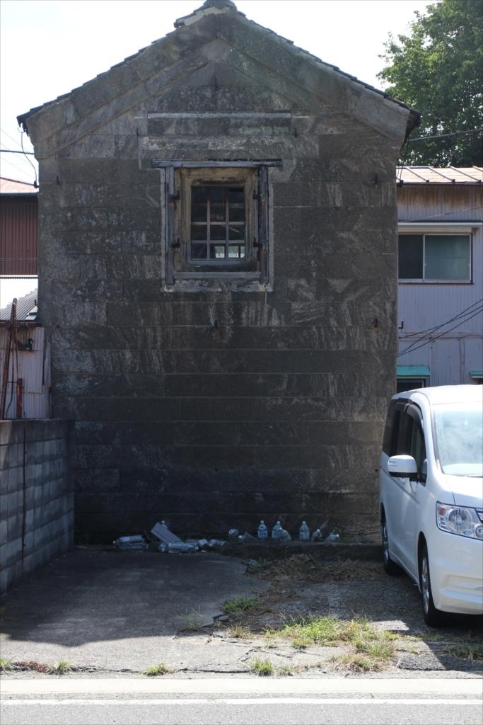 古めかしい建物も少し残っている_3