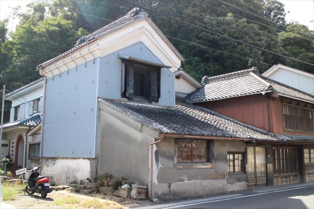 古めかしい建物も少し残っている_4