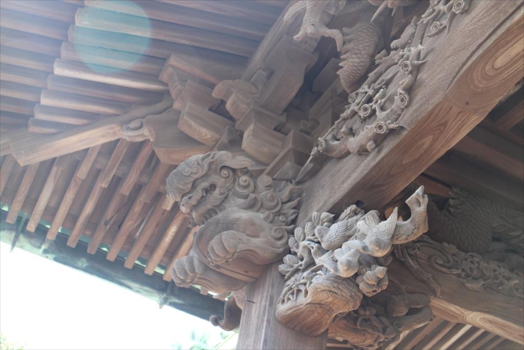 社殿の見事な彫刻_2