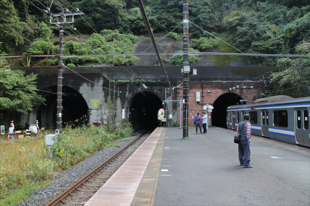 田浦駅ホームから見た七釜トンネル_2