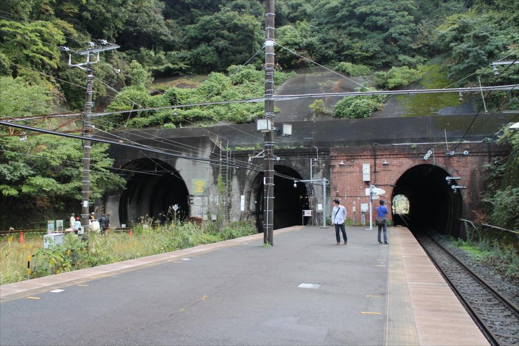 田浦駅ホームから見た七釜トンネル_3