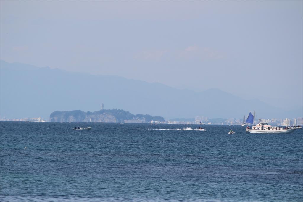 気持ちだけ江ノ島が大きく見えるかな