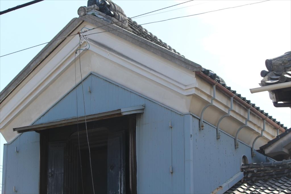 古めかしい建物も少し残っている_8