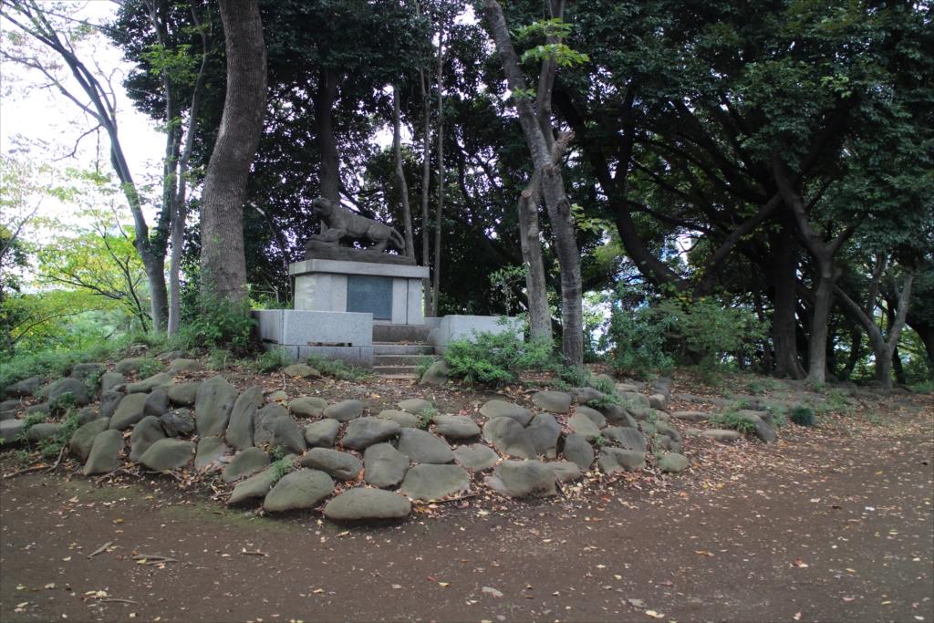 前方部の墳丘上にある虎の像_1