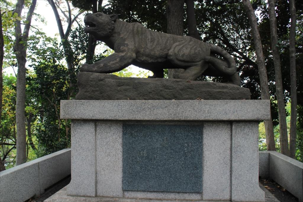 前方部の墳丘上にある虎の像_2