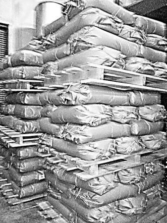 米のパレット三段積み