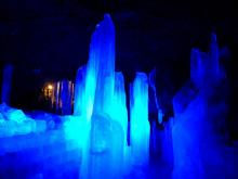 ライトアップされた氷柱