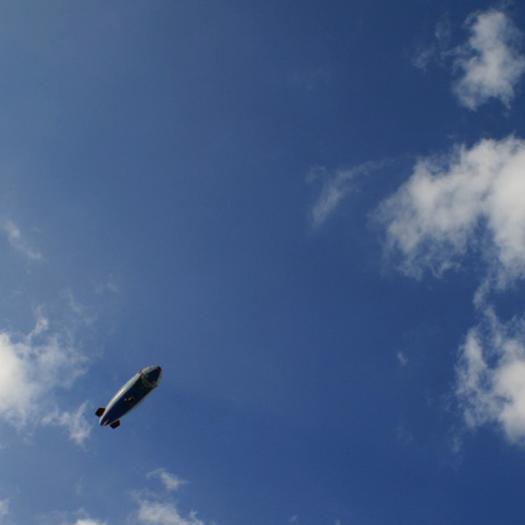 気球と秋の空