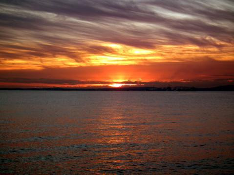 大黒埠頭海釣り公園から見た、初日の出(1)