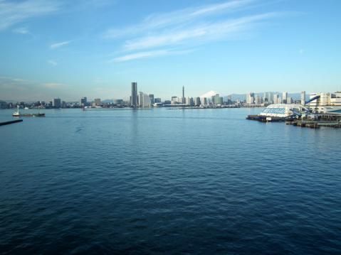 大黒大橋から眺めた横浜港と富士山(1)