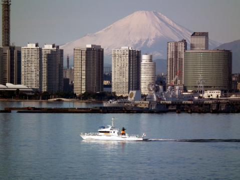大黒大橋から眺めた横浜港と富士山(2)