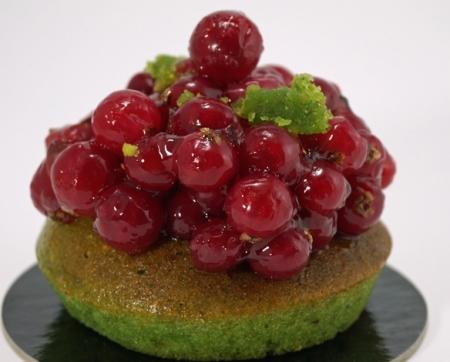 helmut-newcake-tartelette-pistache-groseilles-1-tdg.jpg