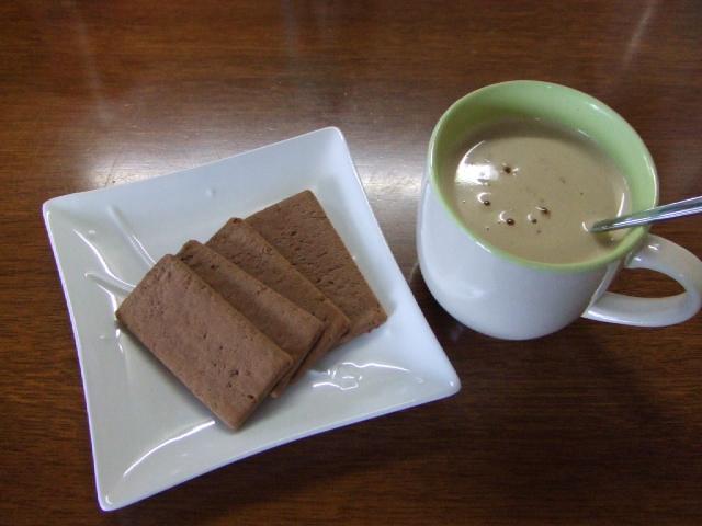ミルクティーとハードビスケット(カカオ)