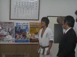 2010111703