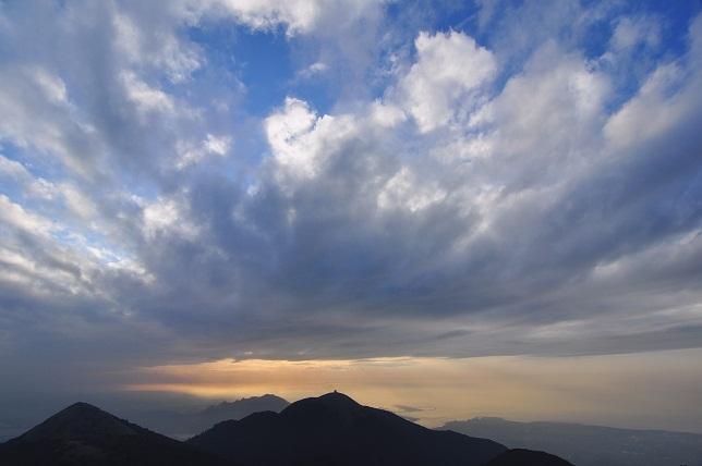 光り輝く雲(3)