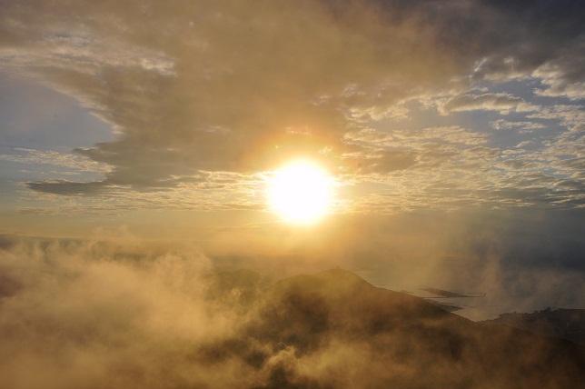 霧の中沈む太陽(4)