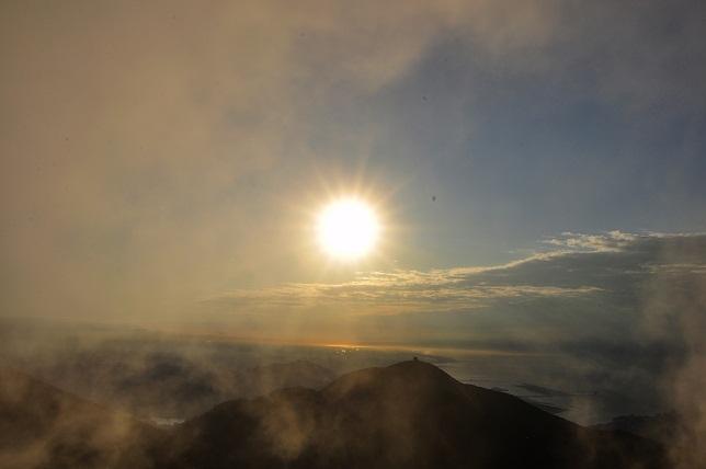 霧の中沈む太陽(3)