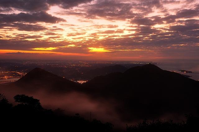 霧の中涼む太陽④