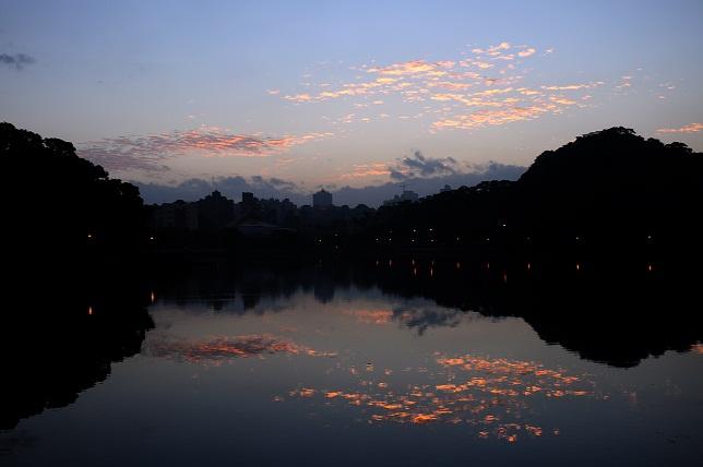湖面の暁(1)