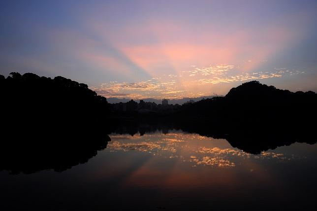 湖面の暁(2)