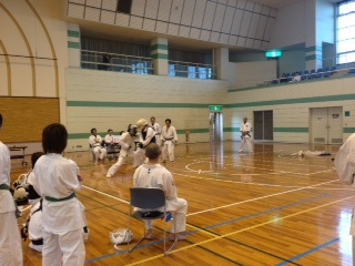 錬成大会野口師範と吉田さん戦い