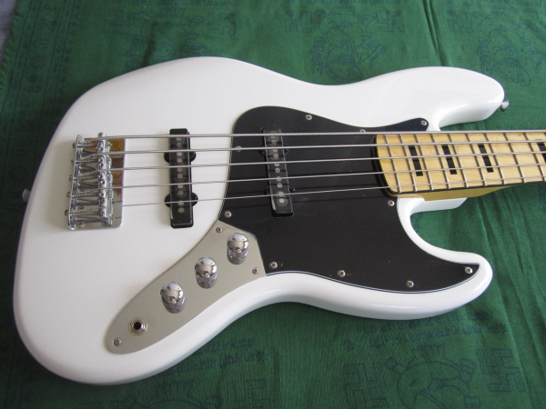 Squier by Fender Vintage Modified Jazz Bass 70s V 2014 01