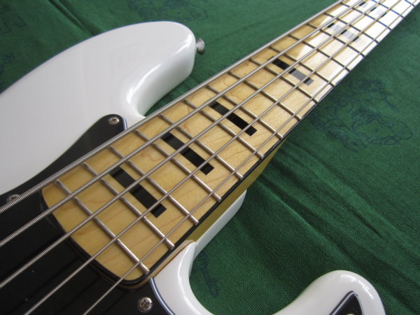 Squier by Fender Vintage Modified Jazz Bass 70s V 2014 03