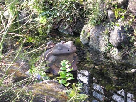 blog_カエルの石像140310
