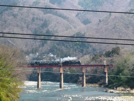 blog_SLが橋を渡る270310
