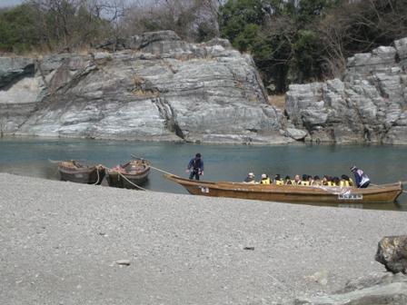 blog_川下りの船200310