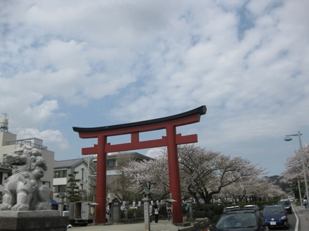 blog_鶴岡八幡宮の参道100410