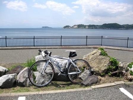 blog_江の島をバックに150510