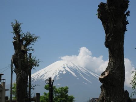 blog_駐車場からの富士山220510