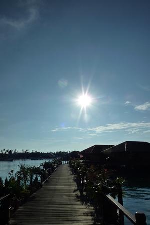 blog_シパダン側の部屋への桟橋090910