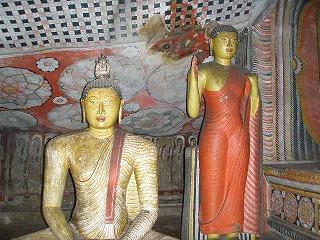 ダンブ仏像