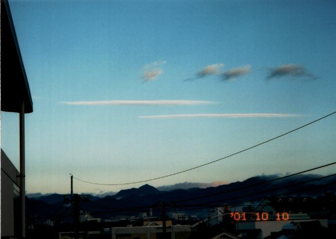 母船雲      針形状