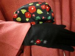 椿コーデ手袋、ポーチ