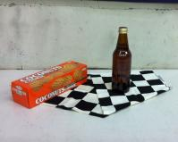 お菓子と布とビール瓶