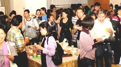 ベトナムパーティー2 食べるjpg
