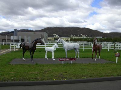 優駿スタリオン馬の像