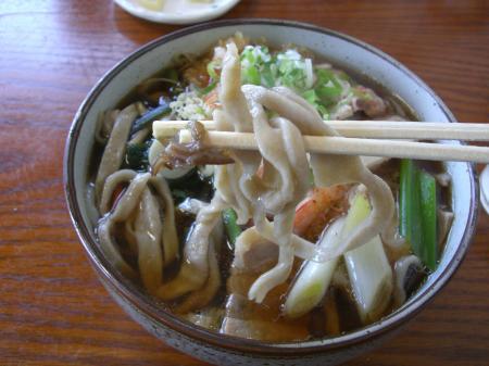 手切りのちぢれ麺