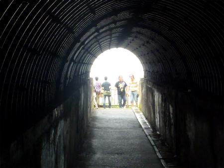 島武意海岸トンネル出口