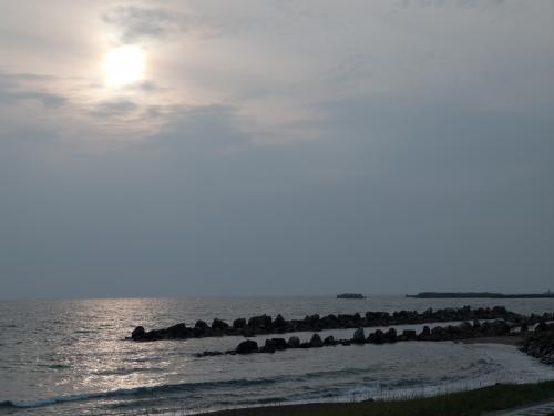 夕暮れの海辺