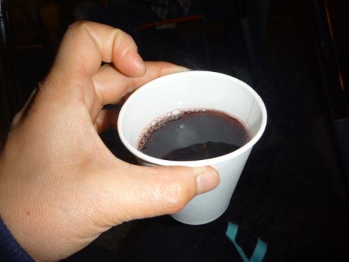 紙コップにワイン